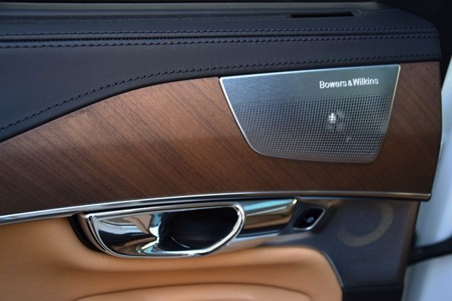 1p Volvo XC90 wood speaker on driver rear door.jpg